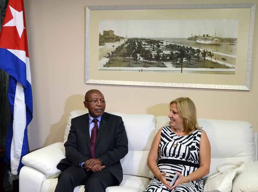 Se encuentra en Cuba primer ministro de Lesoto en visita oficial