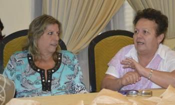 Marilyn Bobes (izda) durante un debate literario
