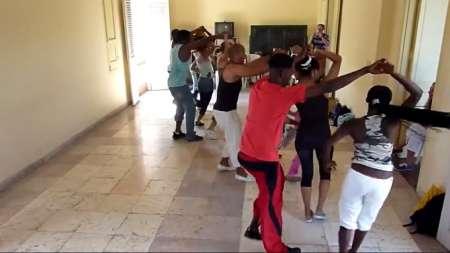 Así se baila la rueda de casino en Cuba ¡A coger clases!