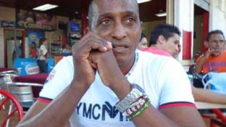 Ex atleta cubano Alberto Cuba Carrero lucha por lograr asilo político