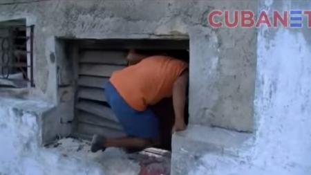 Derrumbe parcial en La Habana Vieja obliga a los vecinos a entrar por la ventana