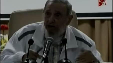 Fidel Castro reaparece en público (vídeo) y habla sobre la producción de queso
