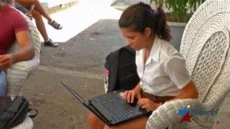 """Acceso a Internet para el pueblo de Cuba: """"50 % para el 2020"""""""
