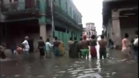 Increíbles inundaciones en Centro Habana - Imágenes de la calle Monte y Rastro