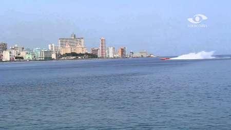 El momento de llegada de la lancha rápida que rompió récord de velocidad entre Cayo Hueso y La Habana