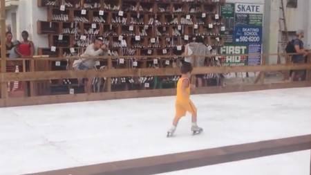 Pista de patinaje sobre hielo en La Habana