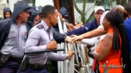 Algunos cubanos perdieron la paciencia en protestas en la Embajada de Ecuador