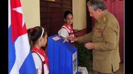 Raúl Castro ejerce su derecho al voto