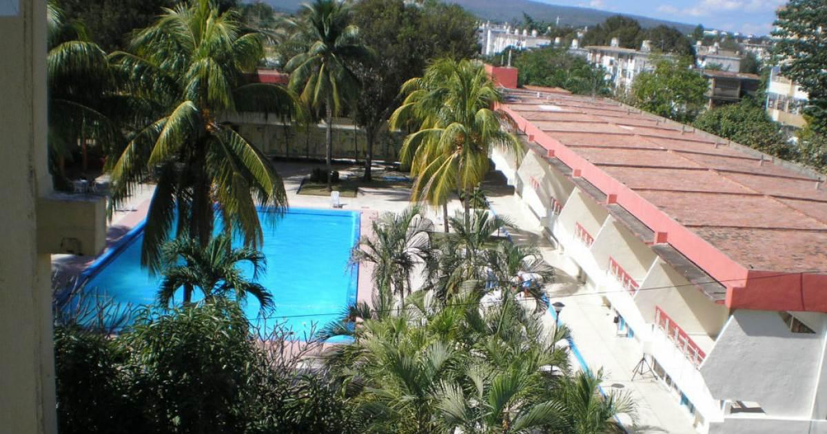 La piscina del hotel guant namo reabre con desmesurados for Follando en la piscina del hotel